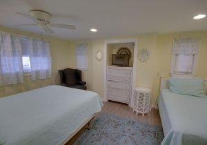 03-bedroom.jpg
