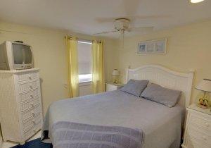 04-master-bedroom.jpg