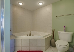 05-master-bath.jpg