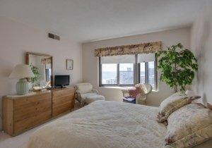 06-master-bedroom-2.jpg