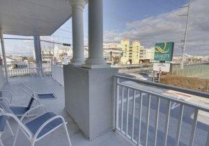 07-balcony.jpg