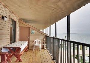 18-bayside-deck.jpg