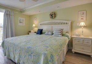 05-master-bedroom.jpg