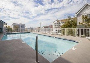17-outdoor-pool.jpg