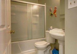 13-hall-bath.jpg