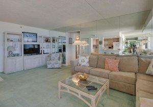 02-living-room-2.jpg