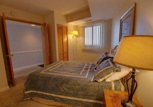 06-guest-bedroom.jpg