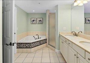 master-bath-pic-2.jpg