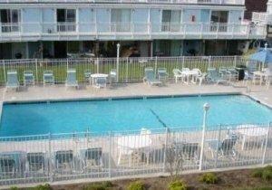 outdoor-pool.jpg