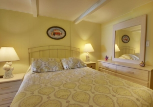 05-bedroom.jpg