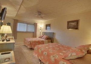 02-bedroom.jpg