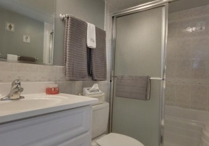 07-master-bathroom.jpg