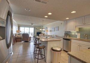 10-kitchen.jpg