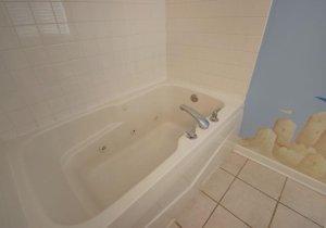 12-master-bath.jpg