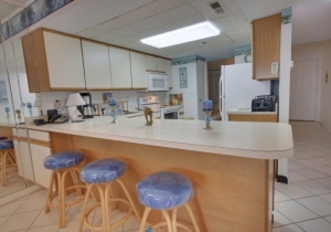 09-kitchen-counter.jpg