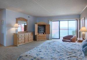 09-master-bedroom-2.jpg