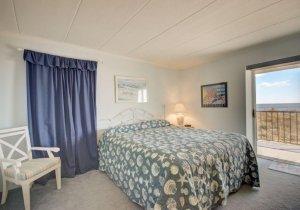 08-bedroom.jpg