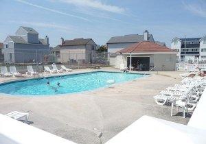 outdoor-pool-tennis-court.jpg