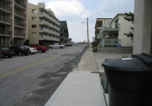 short-12-block-walk-to-the-beach.jpg