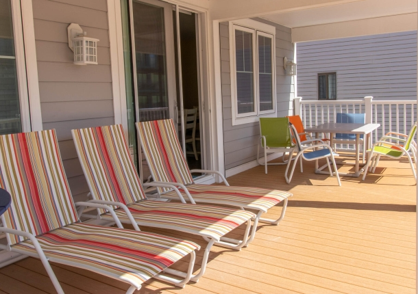sandy-pause-balcony-1.jpg