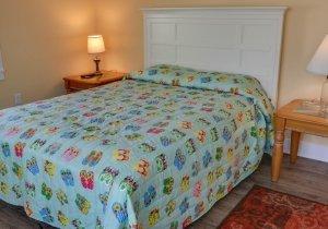 sandy-pause-bedroom-2.jpg