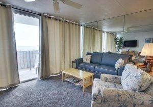10-living-room-001.jpg