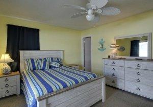 02-master-bedroom.jpg
