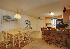 10-dining-kitchen.jpg