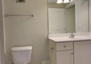 04-bathroom.jpg
