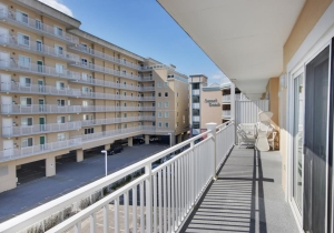 21-balcony.jpg