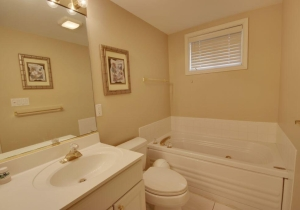 11-master-bathroom.jpg