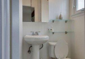 05-2nd-floor-bathroom.jpg