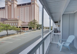 09-2nd-floor-balcony.jpg