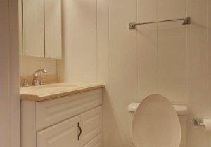 13-3rd-floor-bathroom.jpg